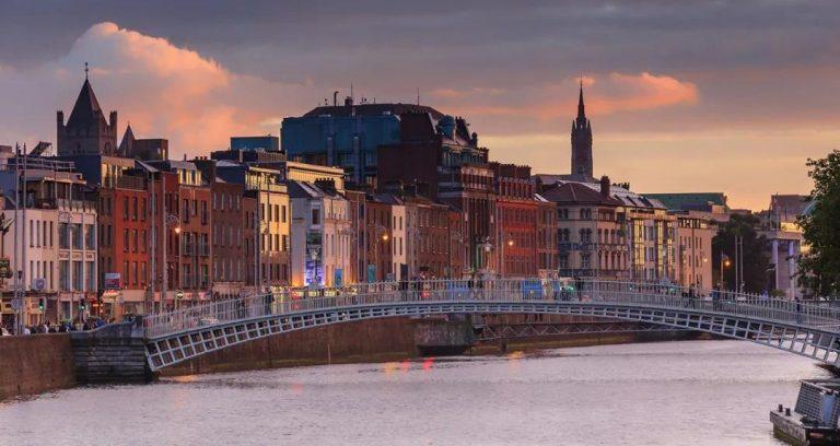 爱尔兰政府采取措施帮助解决受危机影响的家庭住房问题